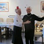 das Tanzbein schwingen Frau Grotthaus und Frau Warczinski