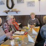Mittagessen in der Bauernschenke Frau Warczinski, Frau Gengel, Frau Spallek, Frau Zietlow, Frau Nicksch (v. n. r.)